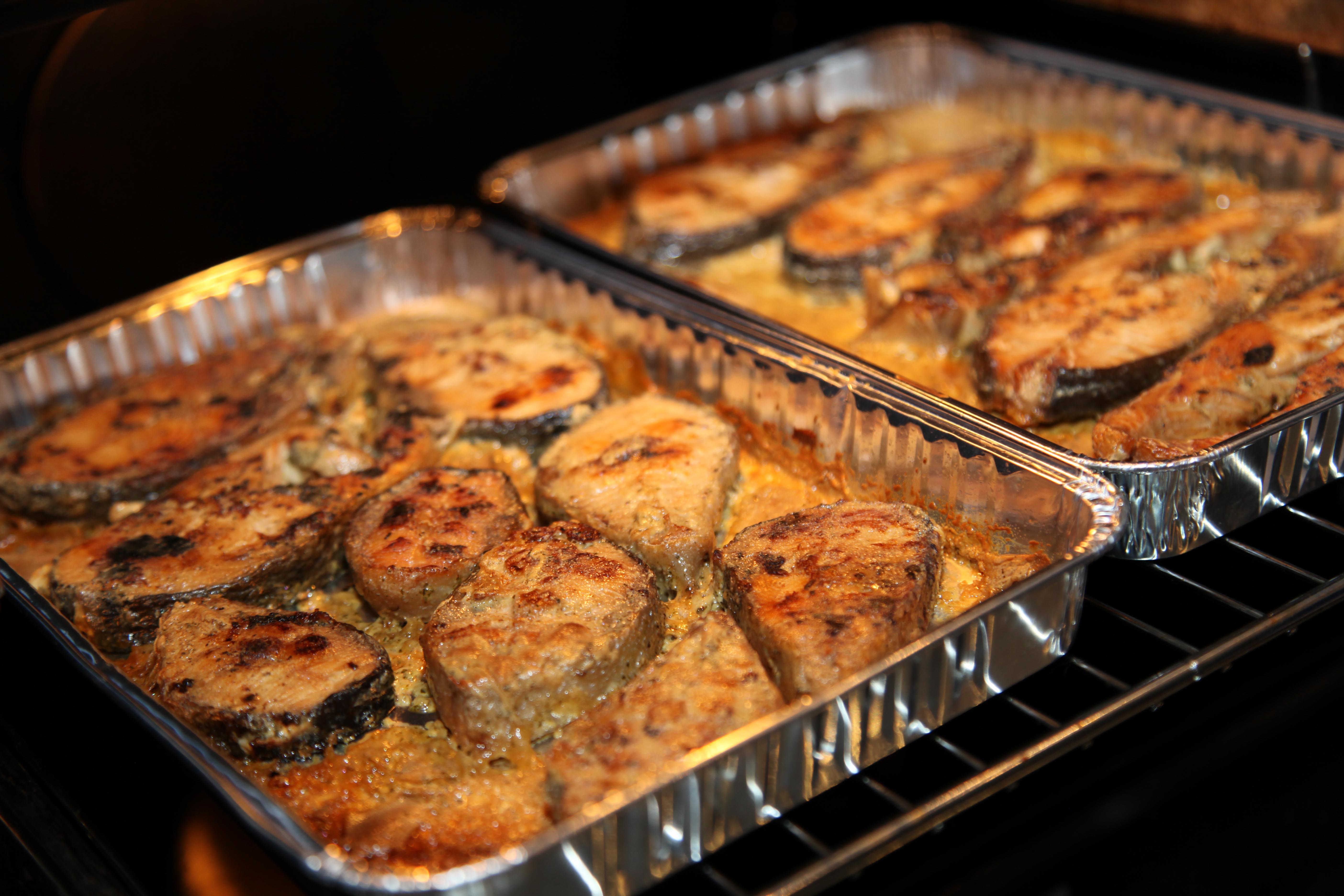 Как сделать рыбу в духовке сочной