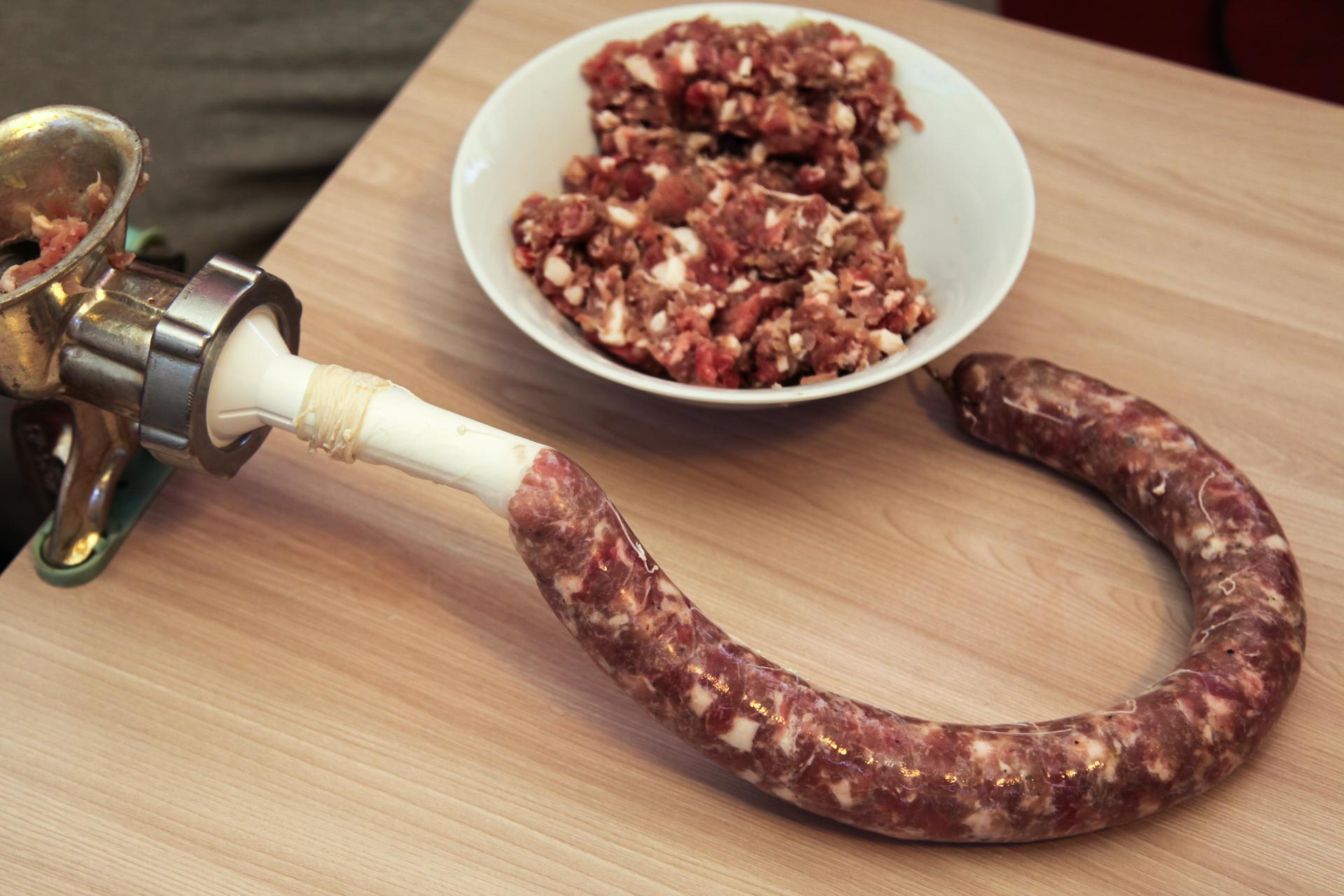 Как сделать колбасу в домашних условиях без кишок из свинины